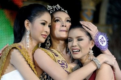 Sorawee Nattee (center), winner of the Miss Tifffany pageant, along with runners up Writtorn Narapaipimol (left) and Napatsawan Cholakorn (right) in Pattaya